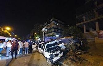 Aşırı süratli iki araç çarpıştı: 6 yaralı