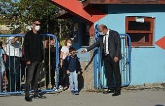 Ayvalık'ta minik öğrencilerin okul heyecanı