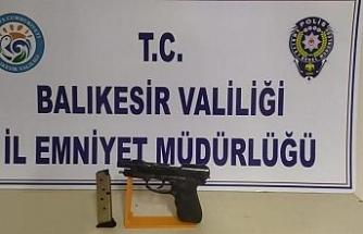 Balıkesir'de aranan 13 şahıs yakalandı, 2 silah ele geçirildi