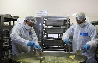 Binlerce sofranın sıcak yemeği Büyükşehir'in mutfağından çıkıyor