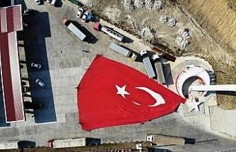Bu gurur Samsun'un: Türkiye'nin en büyük bayrağını göndere çekti