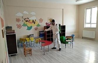 Çaldıran Belediyesi okulları dezenfekte ediyor