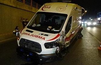 Diyarbakır'da ambulans kaza yaptı: 3 yaralı