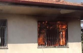 Hırsızlar bunu da yaptı: Yaşlı adamın 80 bin lirasını çalıp, evi ateşe verdiler