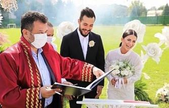 Kalecinin nikahı yeşil sahada kıyıldı
