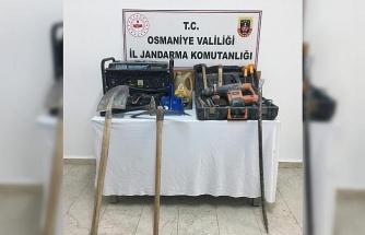 Osmaniye'de kaçak kazı yapan 2 kişi suçüstü yakalandı