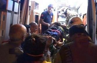 Silivri TEM Otoyolu'nda virajı alamayan TIR devrildi sürücü yaralandı