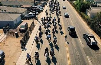 ABD'de Compton Kovboyları at üstünde oy kullanmaya gitti