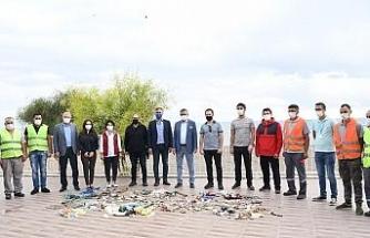 Başkan Topaloğlu, sahil temizliğinde