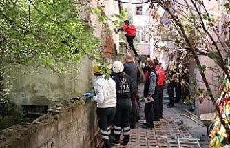 Bolu'da çatısını onardığı 5 katlı binadan düşen şahıs öldü