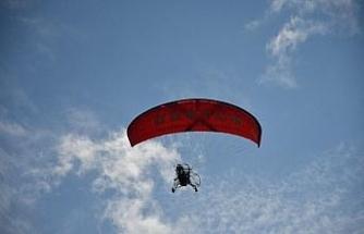 Bursa'da engelli öğrenciler 29 Ekim'i gökyüzünde uçarak kutladı