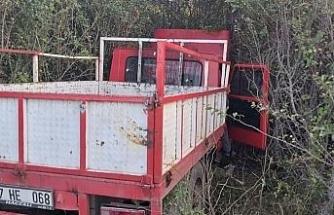 Daday'da yoldan çıkan kamyon ağaçlık alana girdi: 2 yaralı