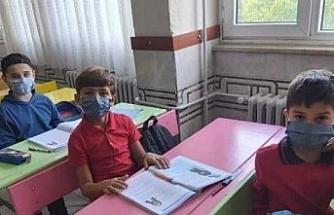 Gemici ilköğretim okulunda özel yıkanabilir maske ürettiler
