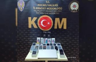 Kocaeli'de 26 adet gümrük kaçağı cep telefonu ele geçirildi