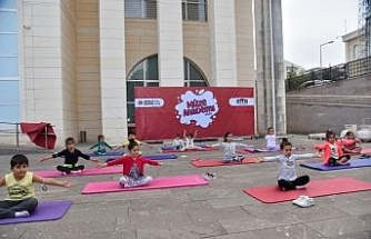 Pandemi sürecinden bunalan çocuklar yoga ile rahatladılar