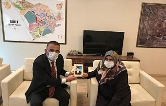 Siirt Valisi Hacıbektaşoğlu, Diyarbakır annelerinden Latife Ödümlü'yü misafir etti