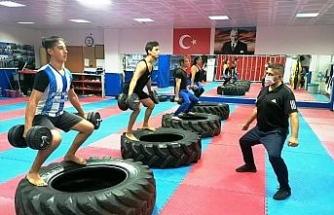 Yunusemre'de 10 branşta spora devam ediliyor