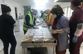 Avcılar'da karantinadaki ailelere günde iki öğün yemek hizmeti