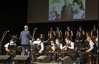 Bursa'da öğretmenler öğrencileri ile sahnede