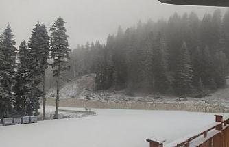 Ilgaz Yurdundepe Kayak Merkezi beyaza büründü