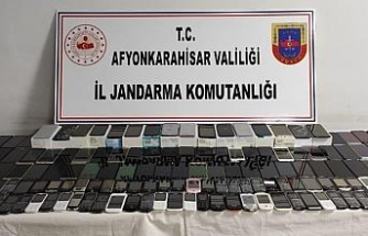 Jandarma 145 adet kaçak cep telefonu yakaladı
