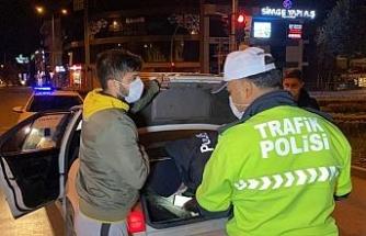 Kısıtlamaya uymayan 13 kişiye 40 bin 950 lira ceza kesildi