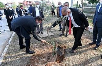 Yenişehir'deki okullarda bin adet zeytin fidanı toprakla buluştu