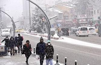 Afyonkarahisar'da belediye ekipleri karla mücadeleye hazır