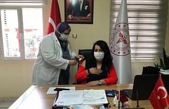 Alaşehir'de ilk aşı İlçe Sağlık Müdürüne yapıldı