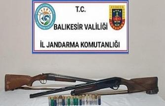 Balıkesir'de jandarma 12 aranan şahsı yakaladı