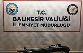 Balıkesir'de polis 10 aranan şahsı yakaladı