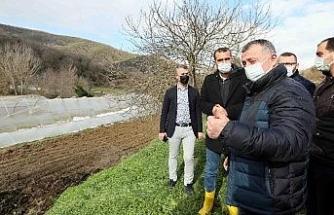 Başkan Büyükakın, zarar gören çiftçileri ziyaret etti