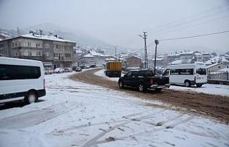 Çelikhan'da kar yağışı etkili oldu