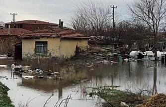 Edirne'de şiddetli yağışta binalar sular altında kaldı