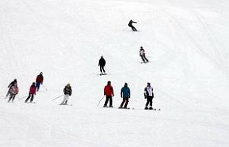 Erzincan Ergan Dağı'nda kayak sezonu başladı