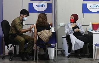 İsrail'de gençler de Covid-19'a karşı aşılanmaya başlandı
