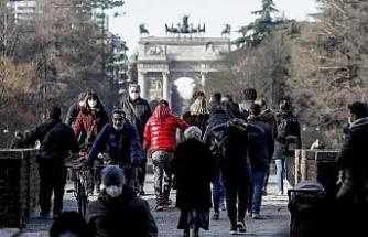 İtalya'da son 24 saatte Covid-19'a bağlı 299 ölüm