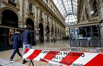 İtalya'da son 24 saatte Covid-19'a bağlı 377 ölüm