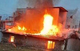 İzmir'de korkutan ev yangını