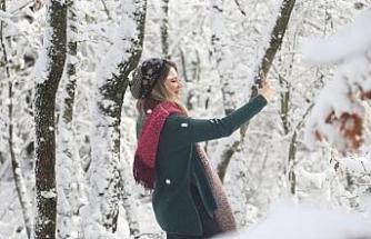 Kar yeniden yağdı, vatandaşlar soluğu kentin yüksek kesimlerinde aldı