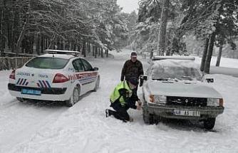 Karda kalan vatandaşa jandarma desteği
