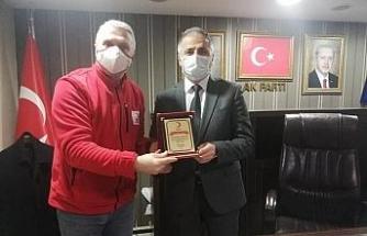 Kızılay, Başkan Bozkurt'a teşekkür plaketi verdi
