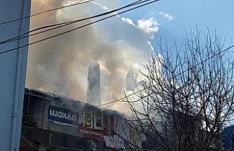 Marangoz atölyesinde yangın çıktı, dumanlar gökyüzünü kapladı