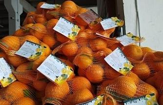 Niğde Belediyesi vatandaşlara 'portakal' dağıtıyor