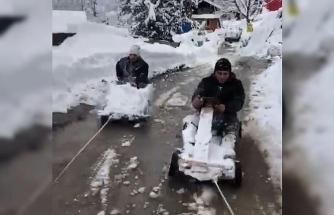 Rize'de tahta arabalarını iple kamyonete bağlayan 2 kafadar kar keyfini böyle yaşadı