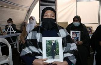 """""""Son çarem burası kaldı"""" diyen anne, HDP önündeki evlat nöbetine katıldı"""