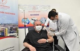 TBMM Başkanı Mustafa Şentop Covid-19 aşısı oldu