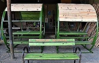 Toroslar Belediyesi, kent mobilyalarını kendi atölyesinde üretiyor