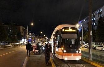 Tramvay hatlarında elektrik kesintisi ulaşımı aksattı