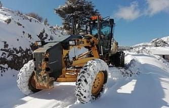Yaylada karda mahsur kalan vatandaş kurtarıldı